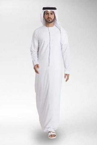 wieso laufen in deutschland so viele arabische frauen mit kopftuch rum, während kaum ein arabischer mann mit thawb rumläuft?