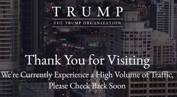 Wieso macht DONALD TRUMP seit mehr als 5 Jahren auf seiner offiziellen Website einen schweren Grammatik Fehler!? Ist das Absicht!?
