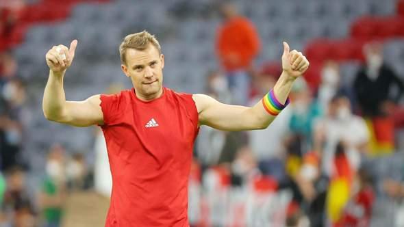 Wieso reißt Manuel Neuer immer die Ärmel von seinem Under-Shirt ab?
