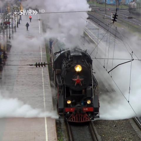 """Wieso schießt bei dieser Lokomotive Dampf """" an den Rädern """" raus?"""