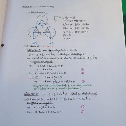 Keine Normalkraft in der Musterlösung eingezeichnet, nur A1, A2 als Auflagekraft - (Physik, Mechanik, Maschinenbau)