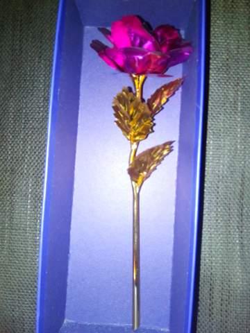 Wieviel würde ich beim Goldhändler für diese 24K Blattgold Rose kriegen?