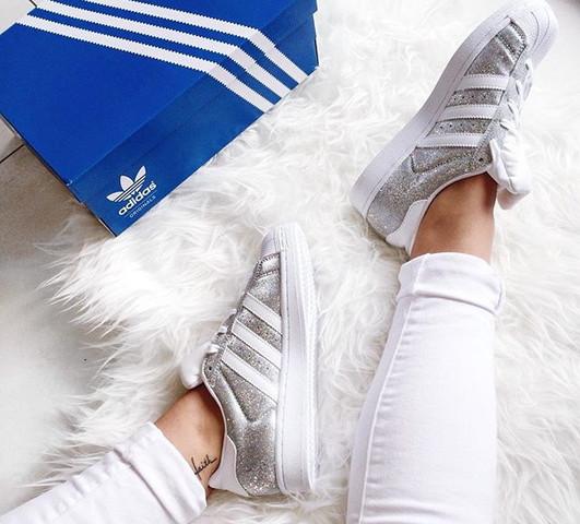 Die Schuhe  (Adidas Superstar in Silber) - (kaufen, Schuhe)
