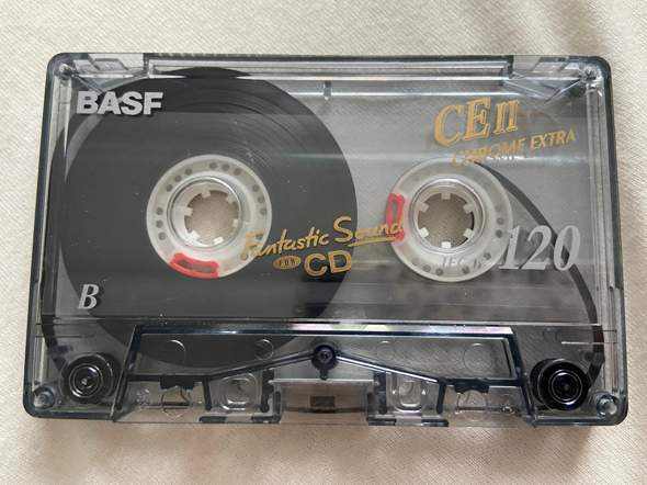Wird die Kassetten-Seite B jetzt von vorne angespielt oder muss sie erst zurück gespult werden?