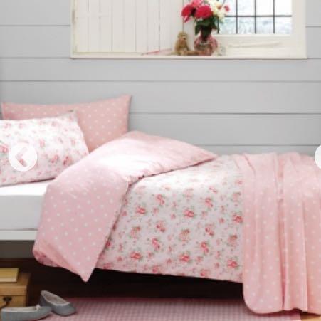 wisst ihr wo es h bsche bettw schen gibt sch n bettw sche blumenmuster. Black Bedroom Furniture Sets. Home Design Ideas