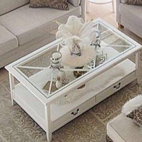 Tisch und  - (Tisch, Wohnzimmer)