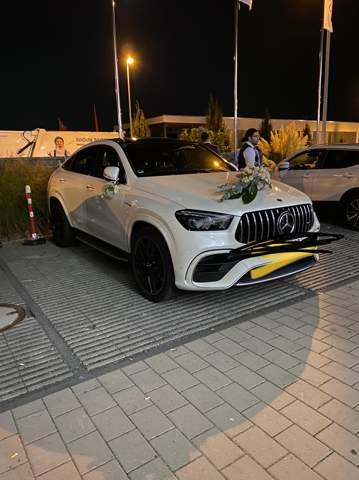 Wisst ihr wie viel das Auto kostet oder welches Model das ist?