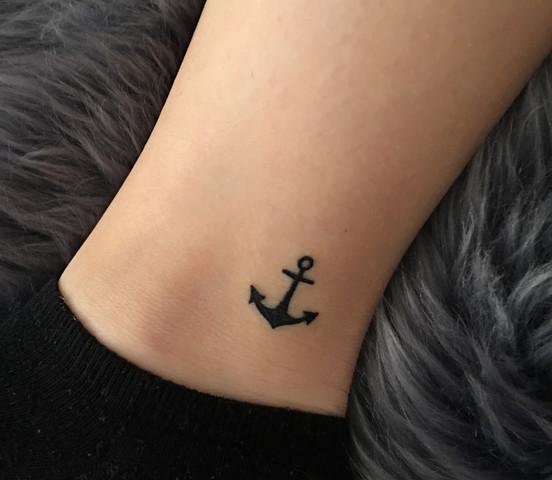 Wie teuer und wie lange dauert ein Anker Tattoo?