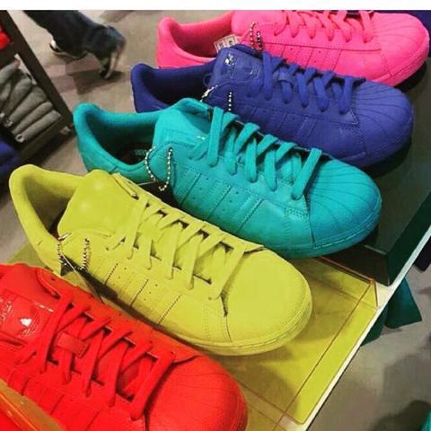 Woher bekomme ich diese Adidas Superstar Schuhe (Hologramm