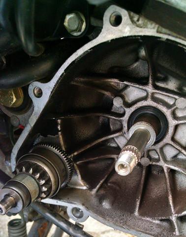 Wo befindet sich hier beim Peugeot Roller 1997 die Drossel ?