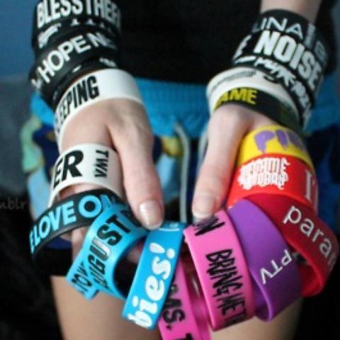 Diese Armbänder da !! - (Internet, kaufen, Geschäft)