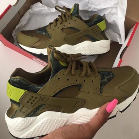 Die hier:( - (Schuhe, Nike, Sneaker)