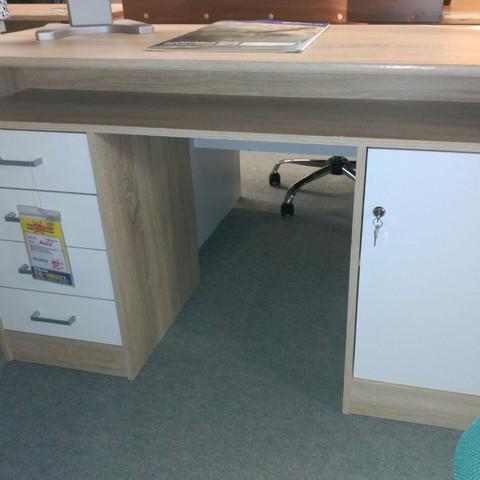 Weiß-Brauner Schreibtisch mit vielen Schubladen großer Arbeitsfläche und offener - (Zimmer, Einrichtung, groß)