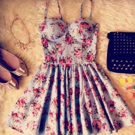 Türkis mit Blumen und Spaghetti Träger  - (Sommer, Kleid, bitte helfen)