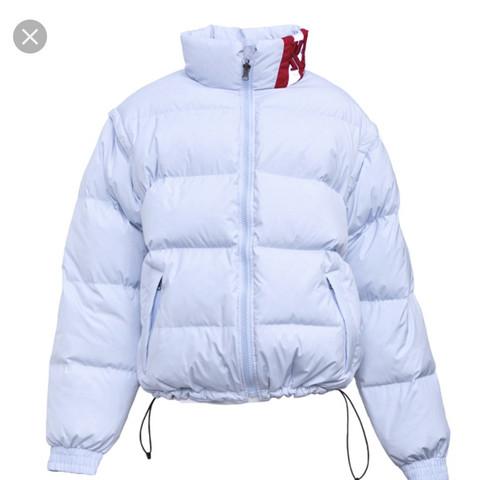 Wie heißt diese Jacke (adidasroségold)?