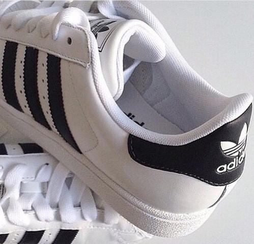 Wo finde ich diese Adidas-Schuhe ohne gold?
