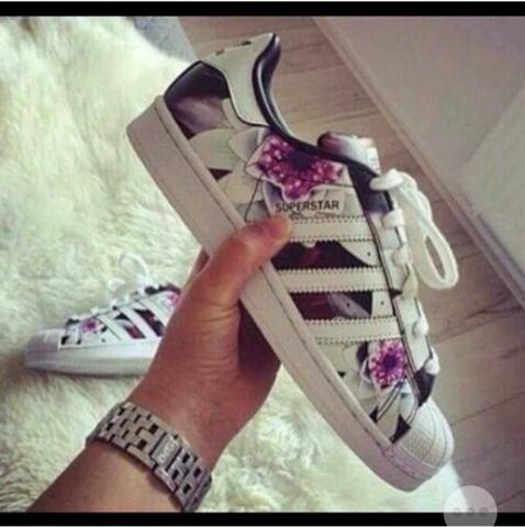 Adidas Schuhe Blumenmuster