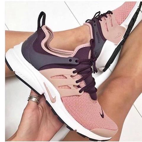 Schuhe von Nike, die Schwarz und Rosa sind - (Schuhe, Nike, Zalando)