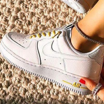 Wo finde ich diese Sneaker in weiß?