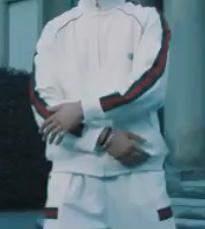 Wo finde ich diesen Trainingsanzug?