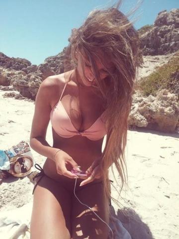 Ohne bikini mädchen Modische gemütliche
