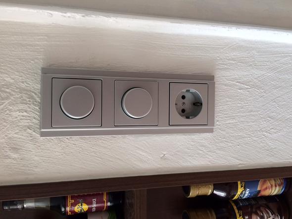 Wo finde ich eine zweifach Lichtschalter + Steckdosen Kombination ...