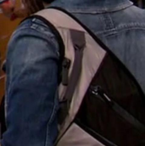 Nur um eine Schulter - (Schule, Rucksack)