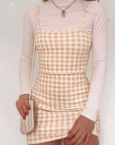 Wo findet man online solche Kleider:)und was sind das für Kleider(Kategorie)?