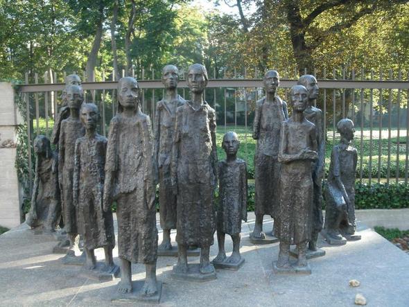 Die besagten Skulpturen :) - (Berlin, skulptur, Denkmal)