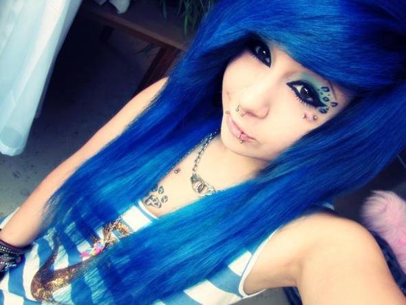 Wo gibt es blaue Haarfarbe?