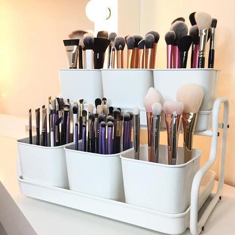 Das sind die Behälter die ich meine.  - (Make-Up, Pinsel, woher)