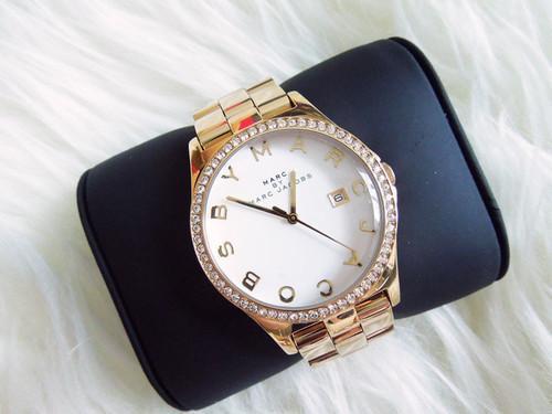 Wo gibt es diese Uhr? - (Uhr, Gold, marc jacobs)