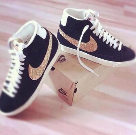 Nike Schuhe Schwarz Gold