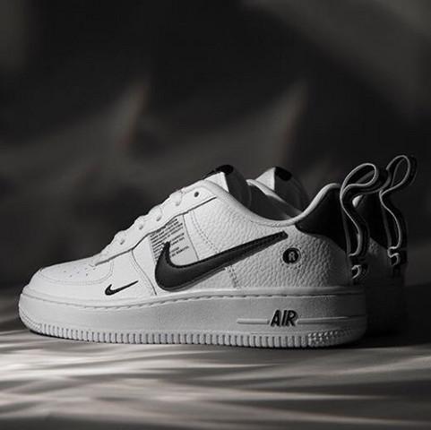 Wo gibt es diese Nike Air Force one? (Internet, Schuhe, Sneaker)