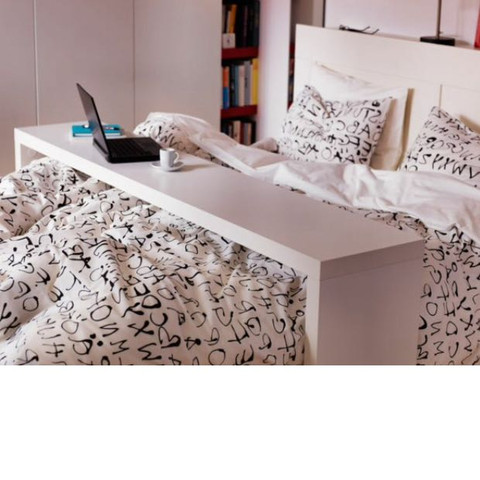 wo gibt es diesen tisch ber dem bett. Black Bedroom Furniture Sets. Home Design Ideas