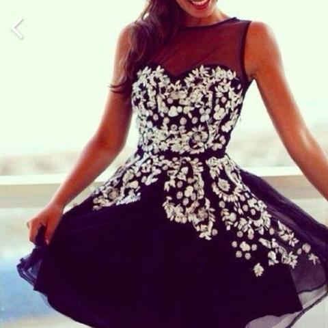 Schwarzes Kleid mit weißen Blumen - (Mode, Kleid, Fashion)
