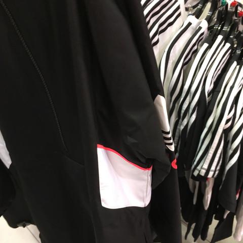 Wo gibt es noch dieser Adidas JackeWindbreaker? (Mode