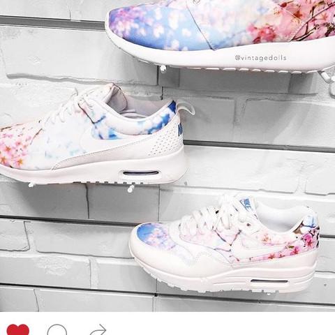 Die Schuhe in der mitte - (Schuhe, Nike)