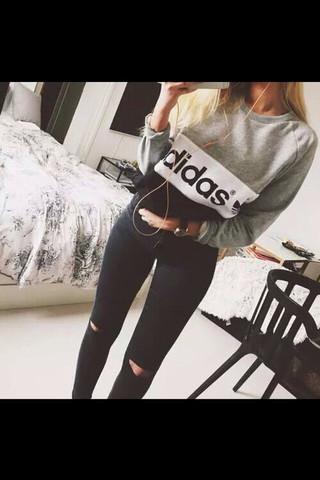 Der Pullover - (adidas, Pullover, Sweatshirt)