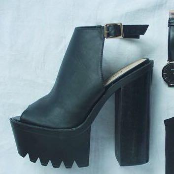 Die hier - (kaufen, Schuhe, shoppen)