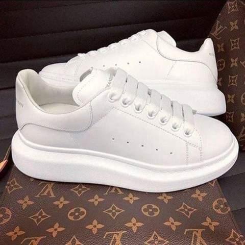 Wo kann ich Alexander McQueen Schuhe kaufen?
