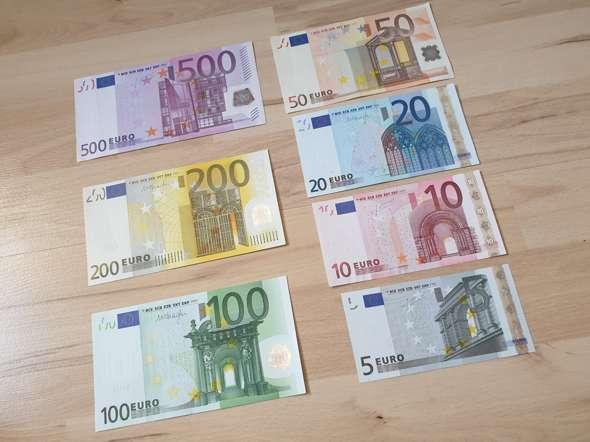 - (Internet, Geld, Finanzen)