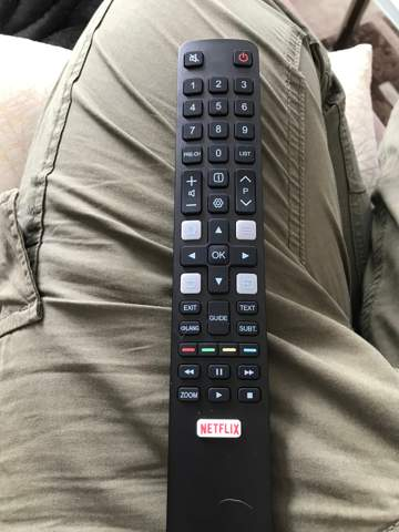 Wo kann ich auf dieser Fernbedienung zu HDMI 2 Wechseln?
