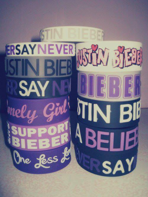 wo kann ich diese armb nder kaufen justin bieber armband. Black Bedroom Furniture Sets. Home Design Ideas