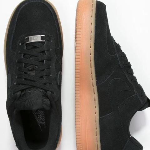 •Nike Air Force schwarz mit beiger sohle  - (Schuhe, Nike, Sneaker)