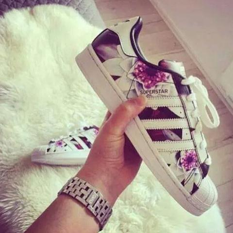 Adidas Sneakers Blumen