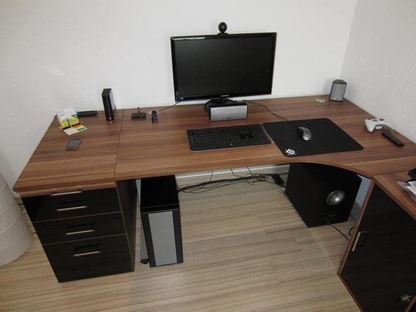 wo kann ich diesen pc tisch kaufen schreibtisch computer tisch. Black Bedroom Furniture Sets. Home Design Ideas