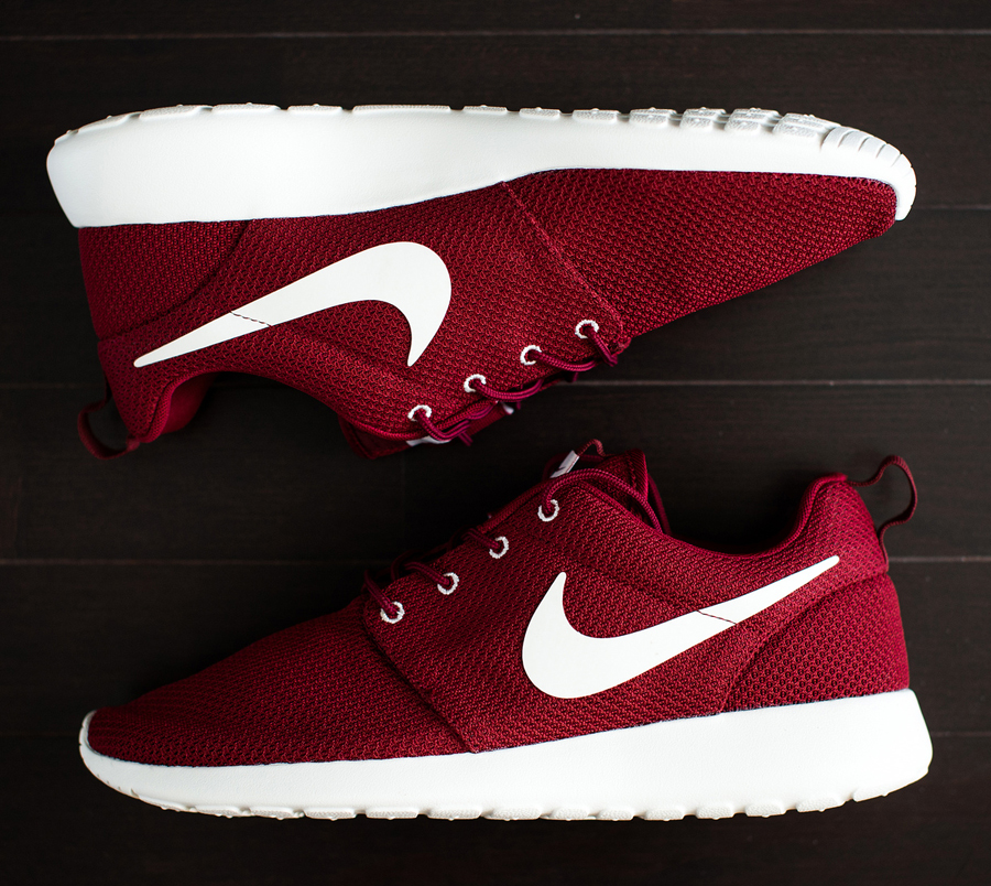 wo kann man den nike roshe run university red kaufen internet schuhe sneaker. Black Bedroom Furniture Sets. Home Design Ideas