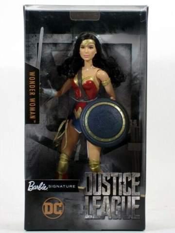 Wo kann man die Wonderwoman Barbie kaufen?