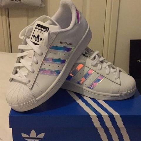 Wo kann man diese Adidas Schuhe kaufen (bestellen)?